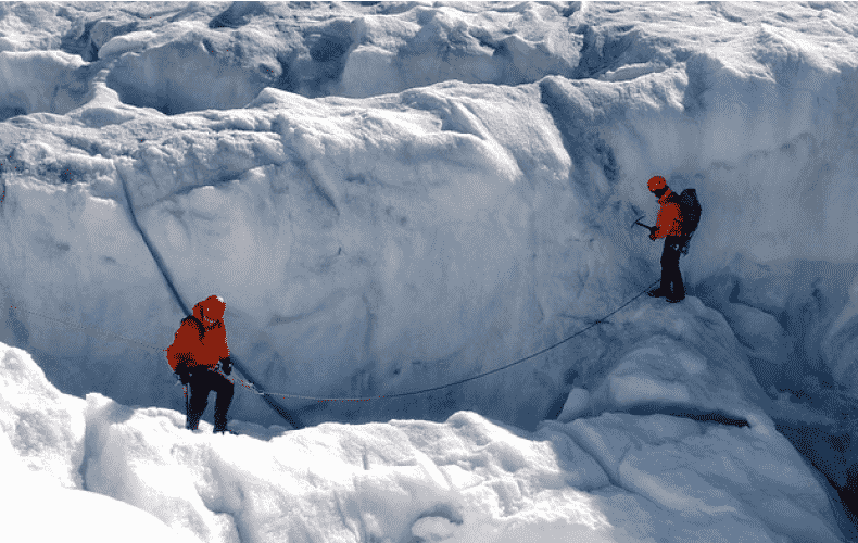 Artificial snow to preserve glaciers