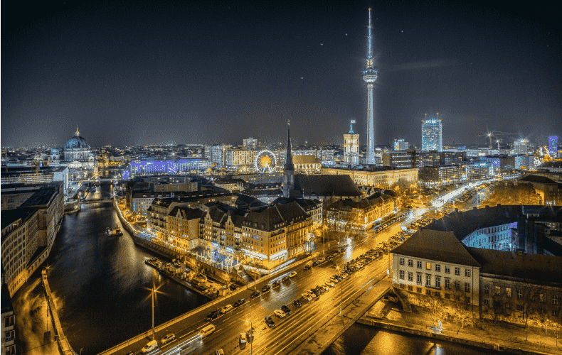 Buses and trains to continue running at night in Berlin