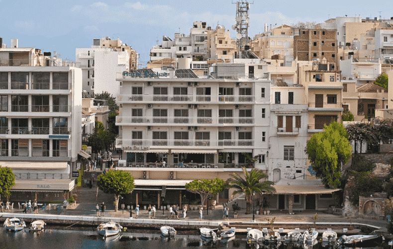 Greece bars unvaccinated from restaurants
