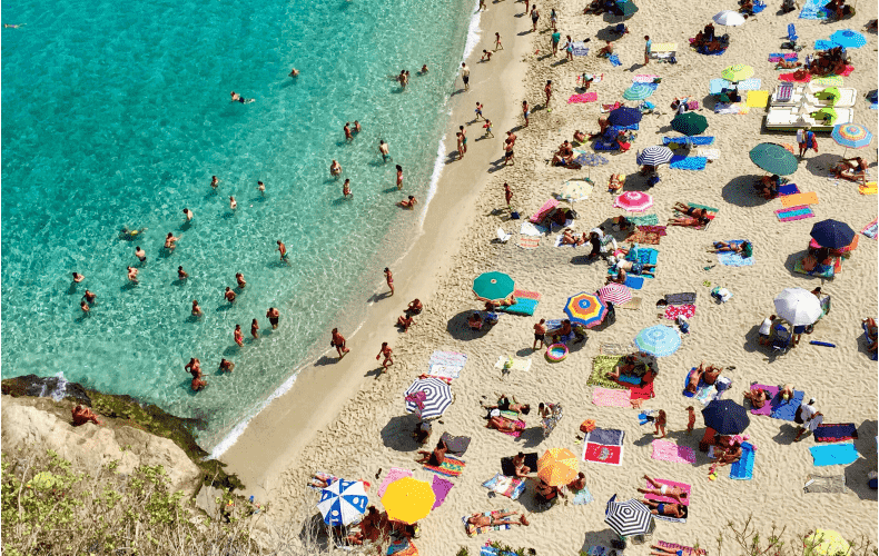 Ten percent of new corona infections are due to holiday-makers