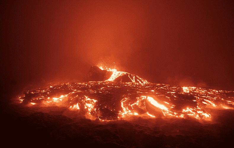 Second lava flow on La Palma could form new headland